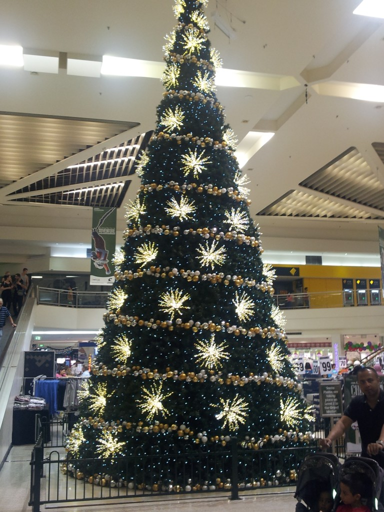 Giant Christmas Tree Bankstown Shopping Centro