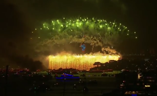 WATCH Sydney NYE 2016 Spectacular Fireworks Display!